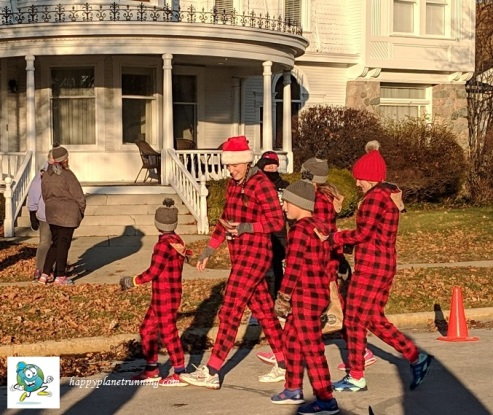 Holiday Hustle 2018 - Family in costume