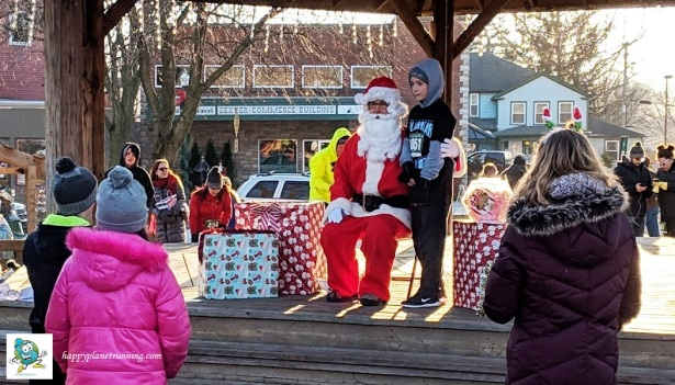 Holiday Hustle 2018 - Santa with young runner
